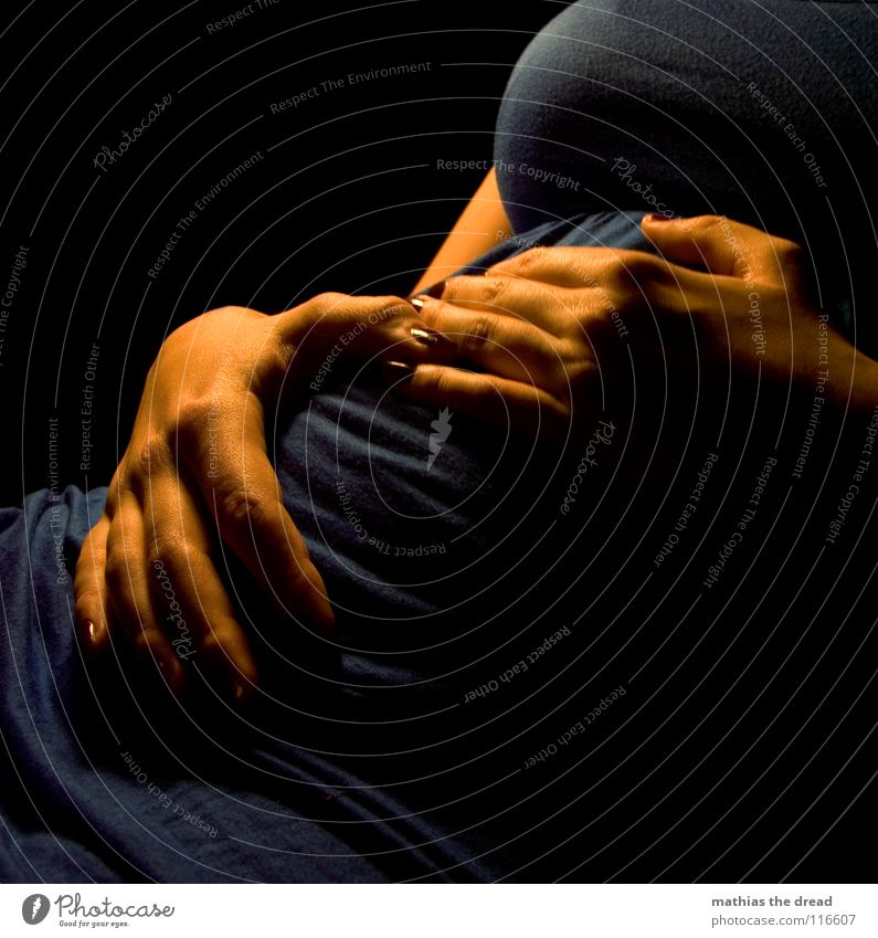 4. MONAT Frau blau Hand Freude schwarz Liebe Tod feminin orange Zufriedenheit Haut Finger Bekleidung Mutter Kleid weich