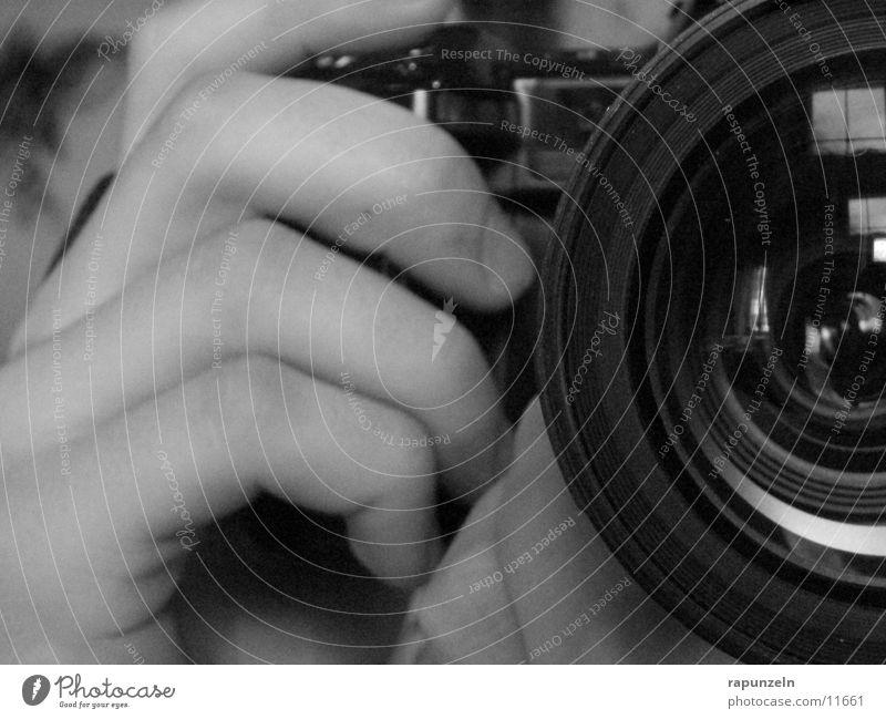 Bitte lächeln Hand Fotografieren Reflexion & Spiegelung Handwerk Fotokamera Minolta Objektiv Tamron photografieren Linse SLR Auslöser