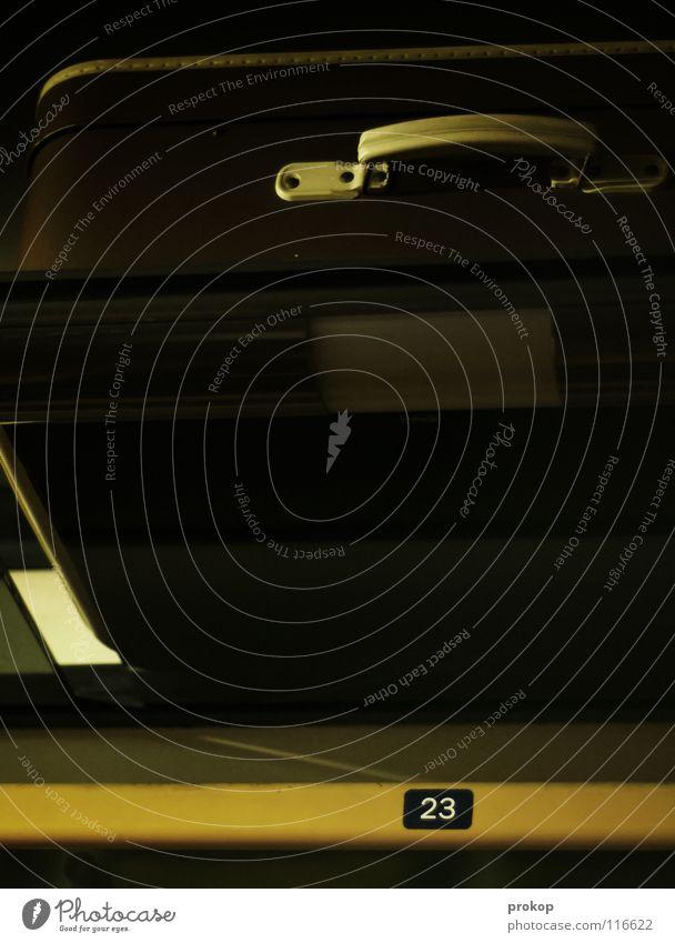 Wagen 256, Platz 23 Eisenbahn fahren Bahnfahren Sitzgelegenheit reserviert Ziffern & Zahlen Koffer Vorhang Schlafwagen Zugabteil Ablage Gepäck Nacht dunkel