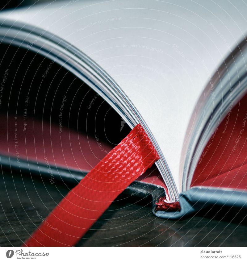 Roter Faden Buch lesen Literatur gebunden aufgeschlagen Sammlung Roman Märchen drucken Buchdruck Bucheinband Papier Lesezeichen Leitfaden leer rot Seite