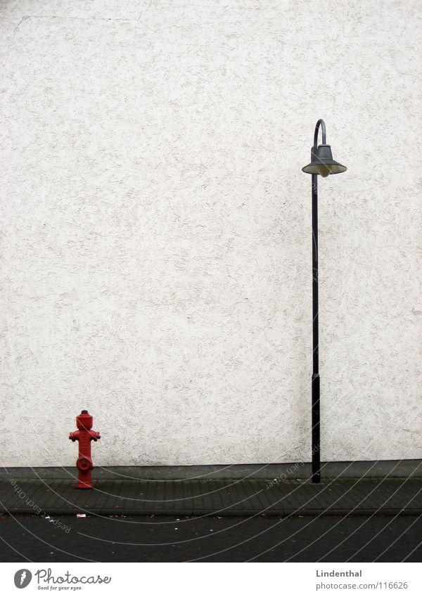 Straßenfreunde weiß rot Lampe Wand Verkehr Bürgersteig Straßenbeleuchtung Gasse Hydrant