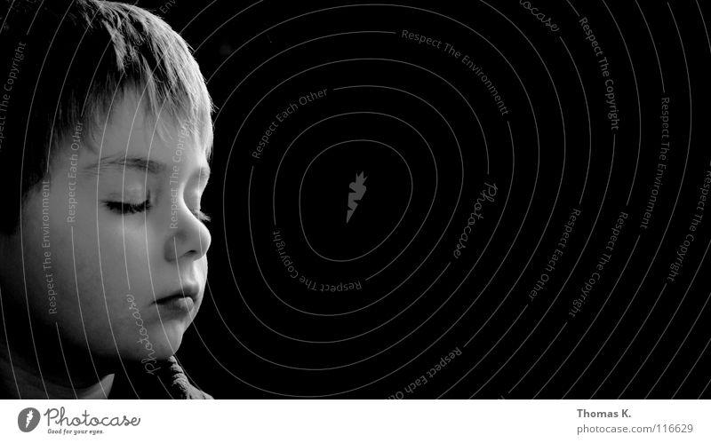 Tagtraum Kind Junge schwarz weiß träumen Licht ruhig hören genießen Frieden Schüler Graffiti Schatten gechlossen Show Glück glückseeligkeit black white boy