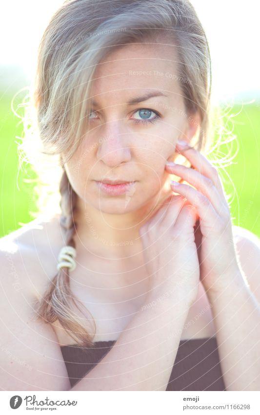soft feminin Junge Frau Jugendliche Gesicht 1 Mensch 18-30 Jahre Erwachsene hell schön sanft Farbfoto Außenaufnahme Tag Gegenlicht Schwache Tiefenschärfe
