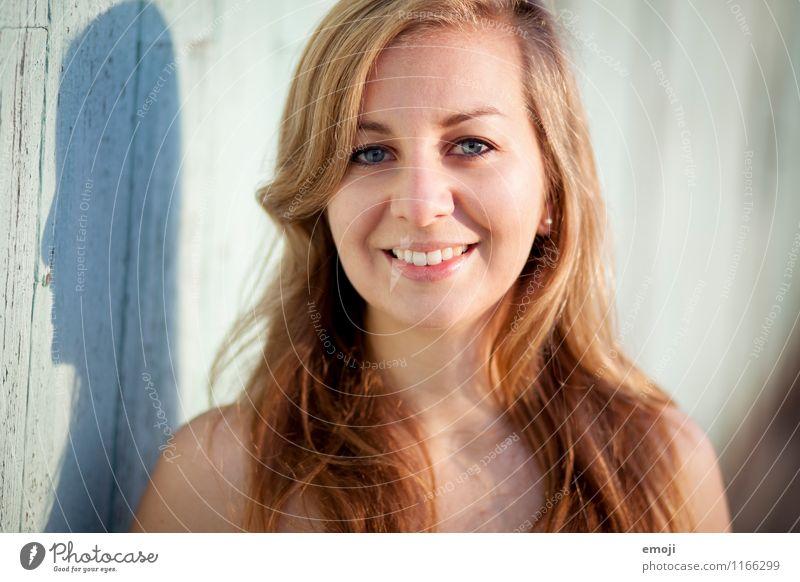 (: feminin Junge Frau Jugendliche Gesicht 1 Mensch 18-30 Jahre Erwachsene blond Freundlichkeit Fröhlichkeit schön Lächeln Sommer Farbfoto Außenaufnahme Tag