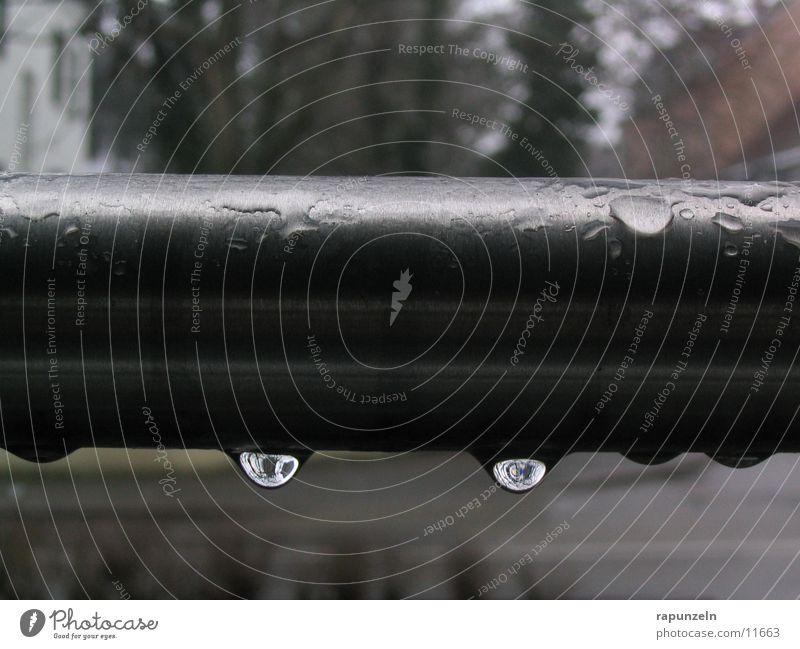 Tropfen Wasser grau Regen Wassertropfen Dinge Eisenrohr feucht Stab