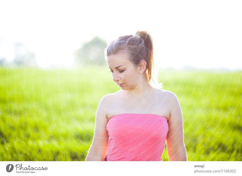 summer feminin Junge Frau Jugendliche 1 Mensch 18-30 Jahre Erwachsene Umwelt Natur Frühling Sommer Schönes Wetter Wiese schön natürlich Farbfoto Außenaufnahme