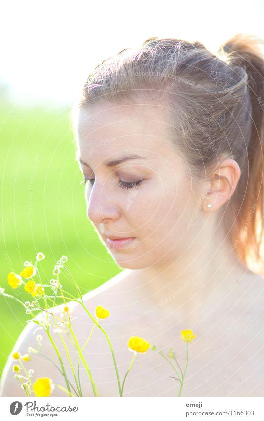 yellow Mensch Jugendliche Pflanze schön grün Sommer Junge Frau Blume 18-30 Jahre Erwachsene gelb Frühling natürlich feminin Pferdeschwanz