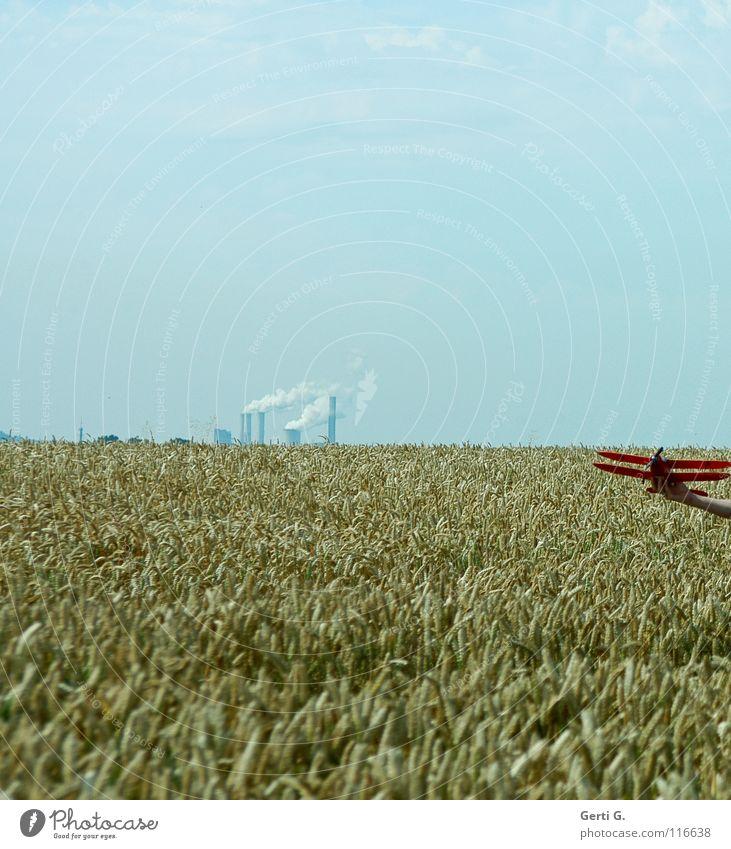 OFU Weizenfeld Blauer Himmel Horizont Modellflugzeug Schornstein Abgas Textfreiraum oben rauchend Sommer