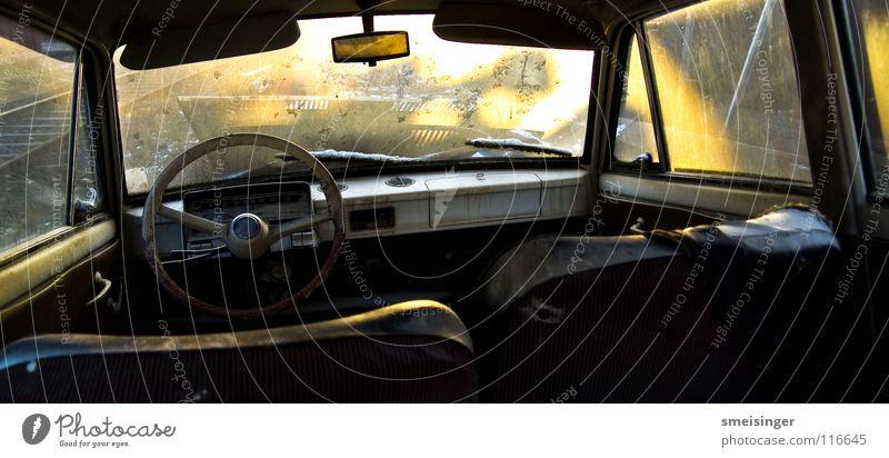 1950´s workers pride Lenkrad Sonnenlicht Licht Farbenspiel Fenster Weitwinkel Nostalgie Schrott Schrottplatz Müll Sonnenuntergang Gegenlicht Rückspiegel