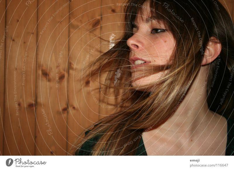 Winterbrise Frau Jugendliche schön Freude Gesicht Leben Party Gefühle Bewegung Haare & Frisuren Kopf Luft Wind Beautyfotografie süß authentisch