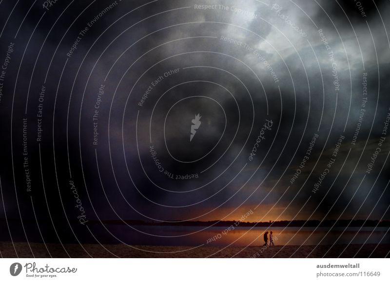 Little World Mensch Himmel Strand Wolken dunkel laufen analog