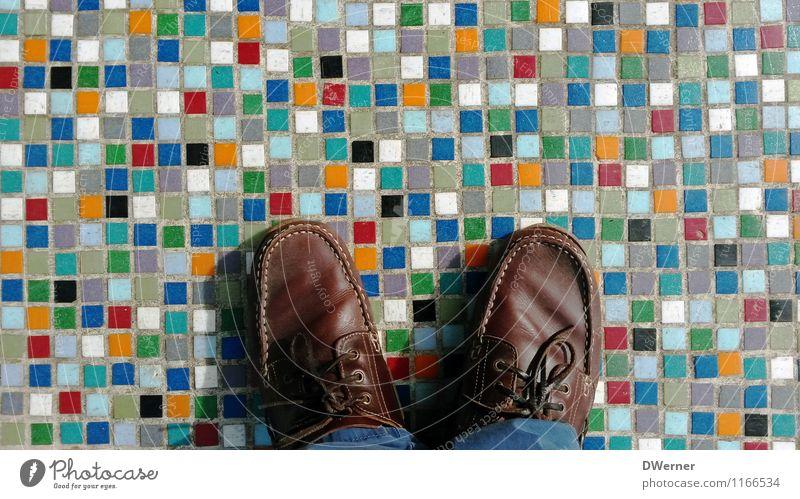 bunt unterwegs Mensch Jugendliche Junger Mann Erwachsene Wand Architektur Stil Mauer Stein Linie Kunst Fuß Lifestyle Fassade maskulin Treppe