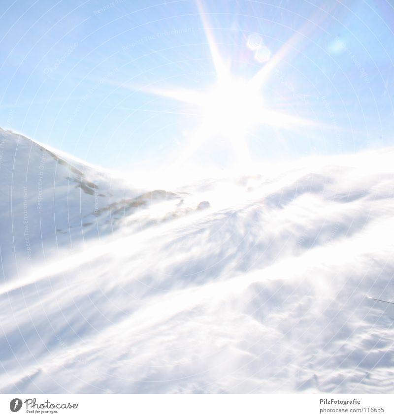 Überstrahlt blau weiß Sonne Winter schwarz kalt Berge u. Gebirge Schnee Tod Stein braun Felsen Eis Wind gefährlich bedrohlich