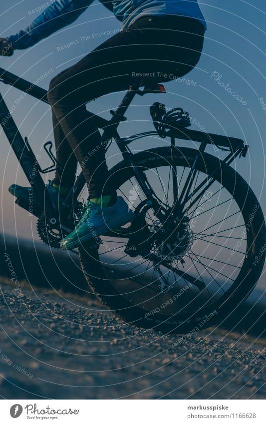 mountainbike Mensch Ferien & Urlaub & Reisen Jugendliche Junge Frau Freude 18-30 Jahre Erwachsene Berge u. Gebirge Leben feminin Sport Beine Fuß Lifestyle