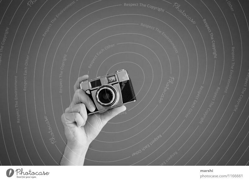 Schnappschuss Lifestyle Freude Freizeit & Hobby Arbeit & Erwerbstätigkeit Beruf Künstler Kultur Zeichen Gefühle Stimmung Fotokamera Fotograf Fotografieren Hand