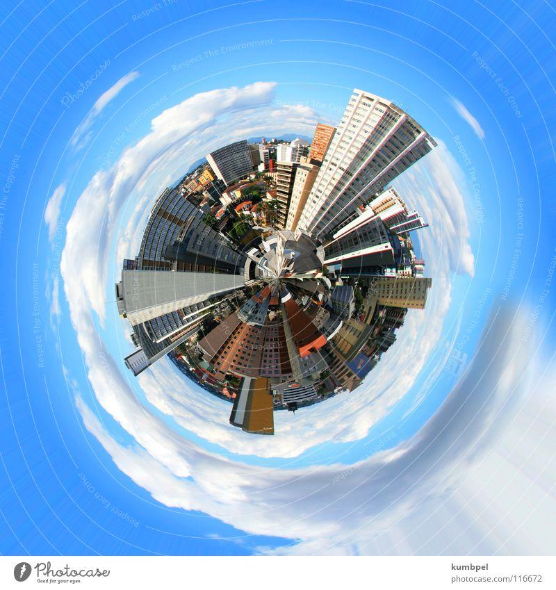Weltstadt Globus rund Hochhaus Haus Stadt Wolken weiß grau hell-blau dunkel eng Außenaufnahme Erde Kugel Freiheit Größe