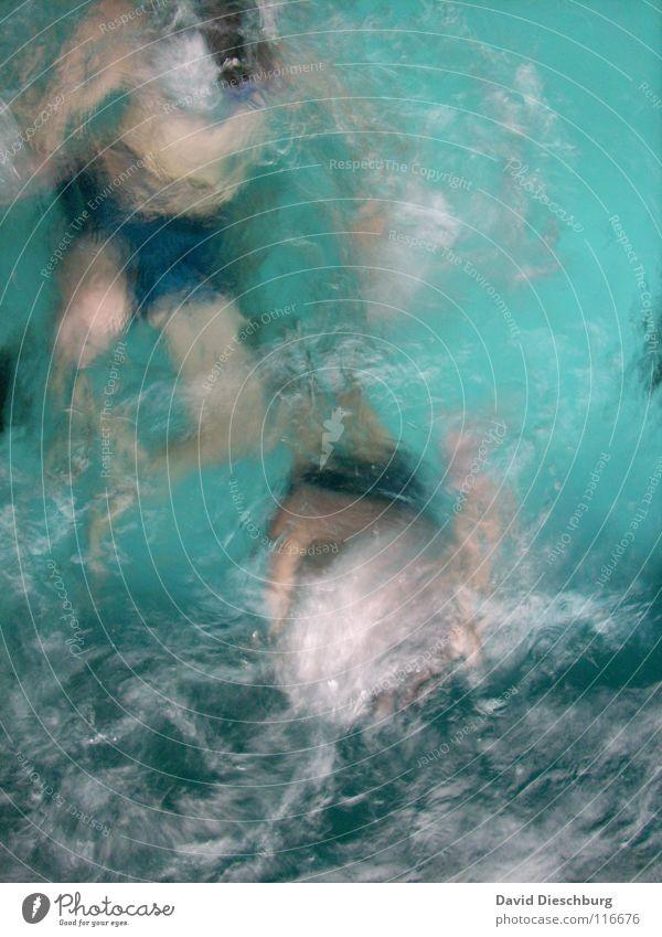 Wassermonster unter sich Schwimmen & Baden tauchen türkis Wasseroberfläche anonym Wasserwirbel unkenntlich gesichtslos unerkannt 2 Menschen