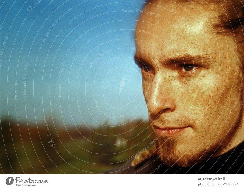 Intense analog maskulin Porträt Gefühle Mensch color Detailaufnahme Außenaufnahme