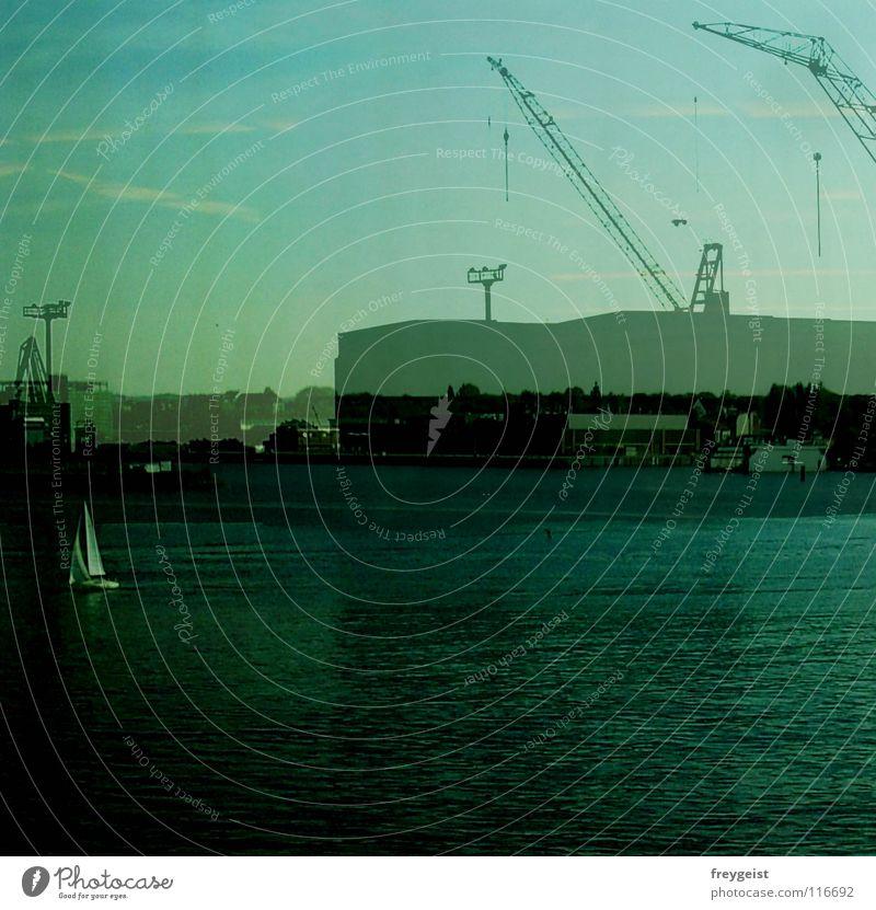Doppelkai Anlegestelle 2 Kran Segelboot Arbeit & Erwerbstätigkeit Industrie Hafen Kiel förde Doppelbelichtung Himmel meehr Ostsee Gastronomie anni k.