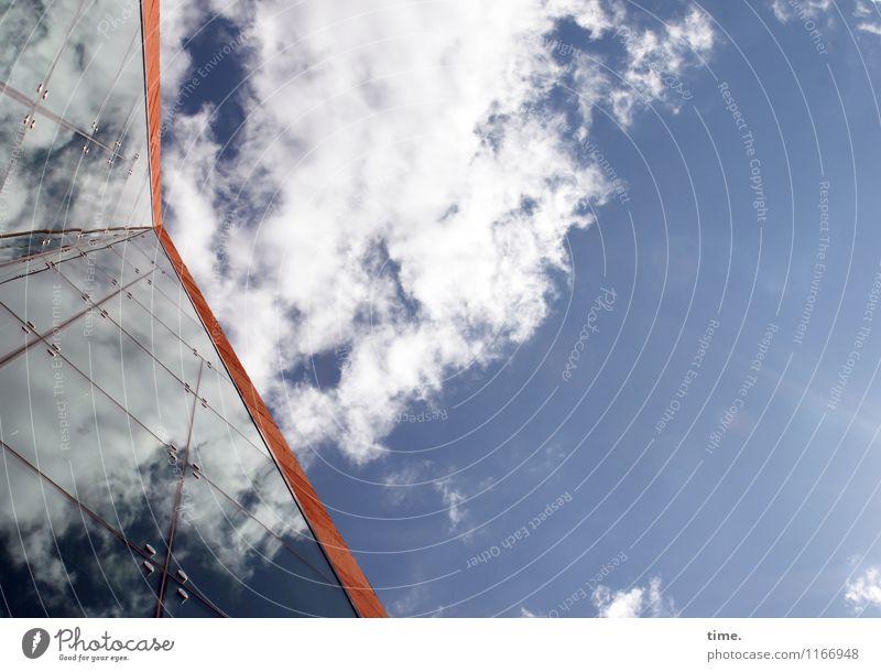 Unter Dampf Himmel Wolken Schönes Wetter Hochhaus Bauwerk Gebäude Architektur Fassade Dach Glasfassade hoch modern oben ästhetisch erleben Inspiration Kultur