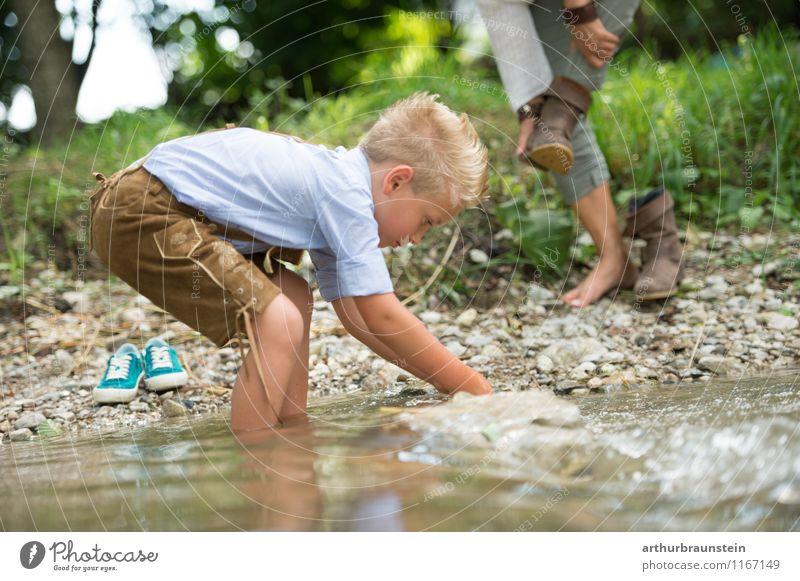 Wasserpiele in derLederhose Mensch Kind Natur Ferien & Urlaub & Reisen Jugendliche Sommer Junge Frau Freude 18-30 Jahre Erwachsene Leben feminin Spielen