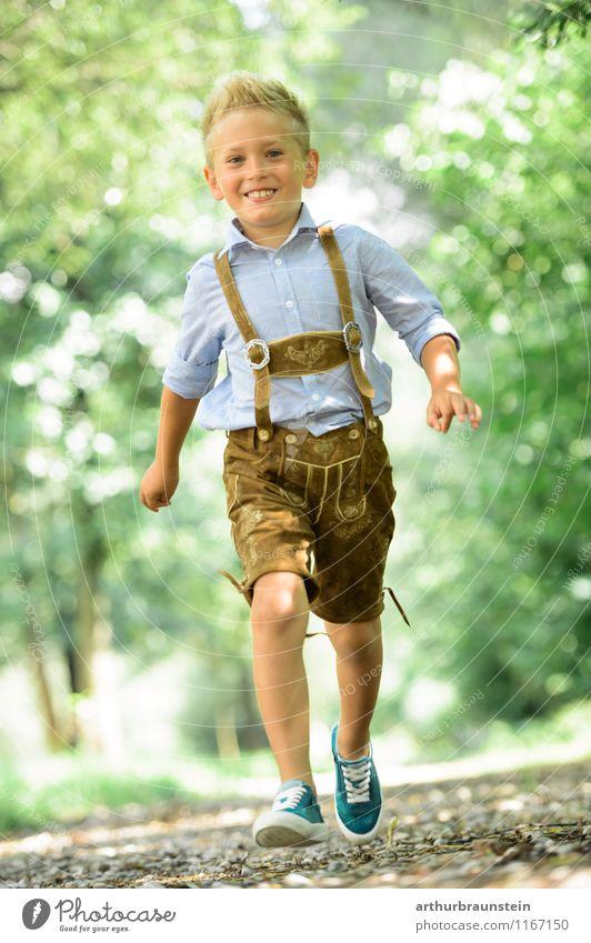 Blonder Junge in Tracht Freude sportlich Spielen Ferien & Urlaub & Reisen Tourismus Ausflug Sommer Sommerurlaub Mensch maskulin Kind Kindheit 1 3-8 Jahre Natur