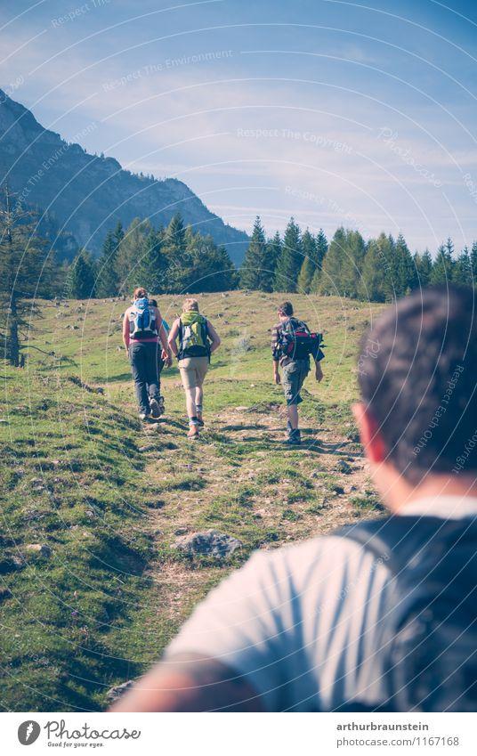 Wanderlust Mensch Himmel Natur Ferien & Urlaub & Reisen Jugendliche blau Sommer Sonne Freude 18-30 Jahre Erwachsene Berge u. Gebirge Leben feminin Sport Menschengruppe