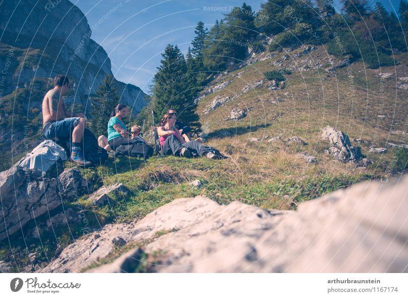 Pause beim wandern Mensch Himmel Natur Ferien & Urlaub & Reisen Jugendliche blau Sommer Sonne ruhig 18-30 Jahre Erwachsene Berge u. Gebirge Bewegung Herbst