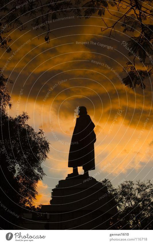Zarco Sonnenuntergang Gegenlicht Stimmung Denkmal Statue Kunstwerk Wolken dramatisch dunkel Wahrzeichen Verkehrswege historisch Abend Bronce Himmel Schatten