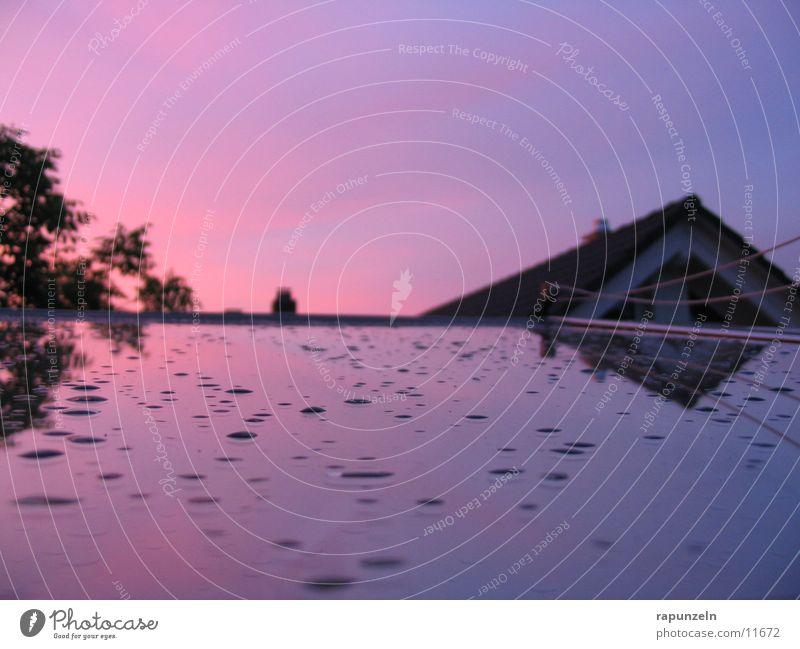 Regentropfen Dachfenster Fenster Spiegel Sonnenuntergang Dachgiebel Wassertropfen