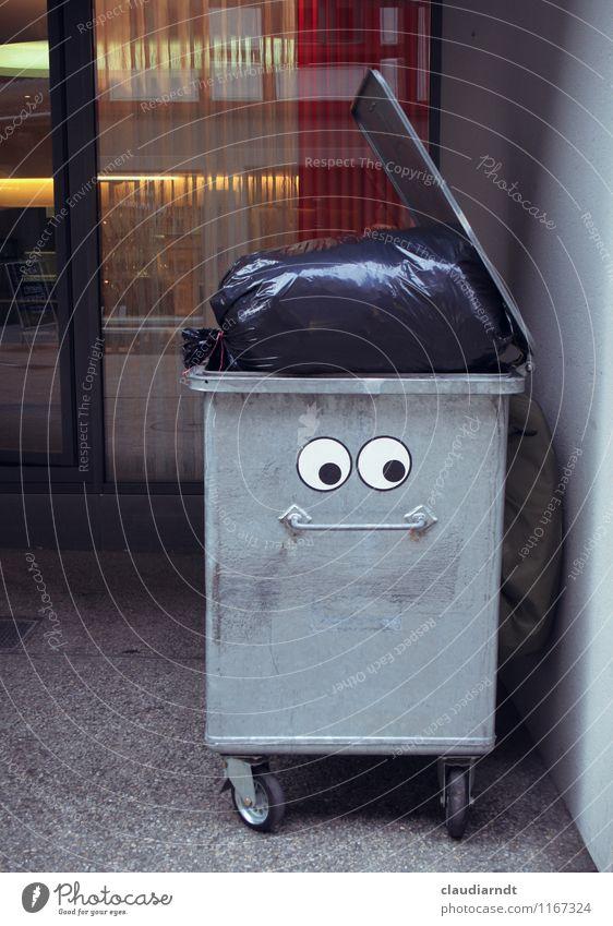 Den Kopf voll haben Kunst Straßenkunst Stadt Container Metall lustig grau Sorge Erschöpfung Stress verstört Schüchternheit Völlerei Hemmungslosigkeit