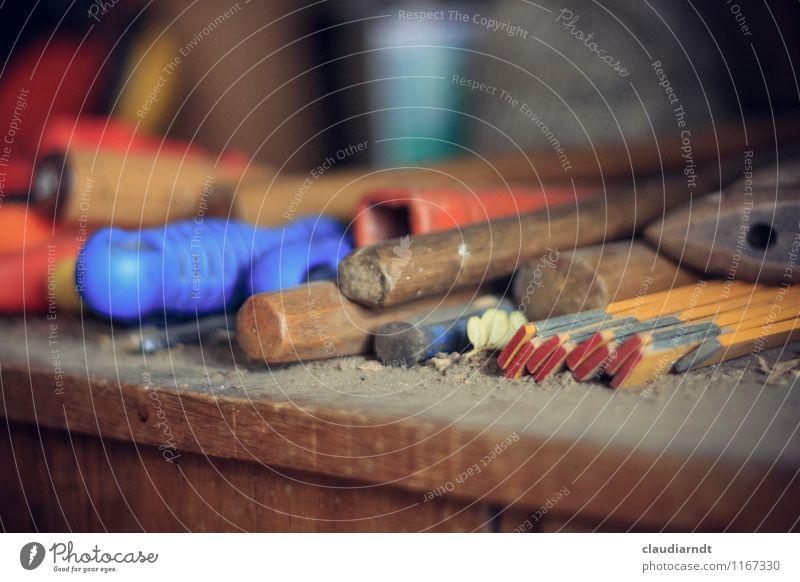 Wo gehobelt wird... Arbeit & Erwerbstätigkeit Beruf Handwerker Arbeitsplatz Werkstatt Werkzeug Hammer Messinstrument Zollstock bauen Kreativität staubig Griff