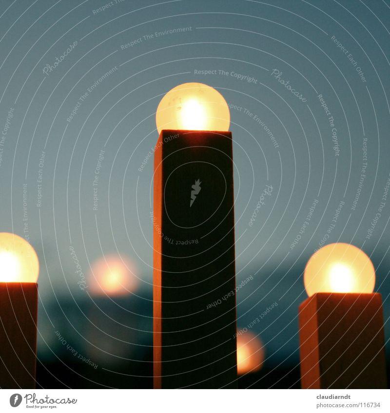 i i i Leuchter Glühbirne Licht Fenster Reflexion & Spiegelung gelb Holz Kerze einfach Ecke gemütlich Wohnung Heimat Erwartung Lichterkette Lampe elektrisch
