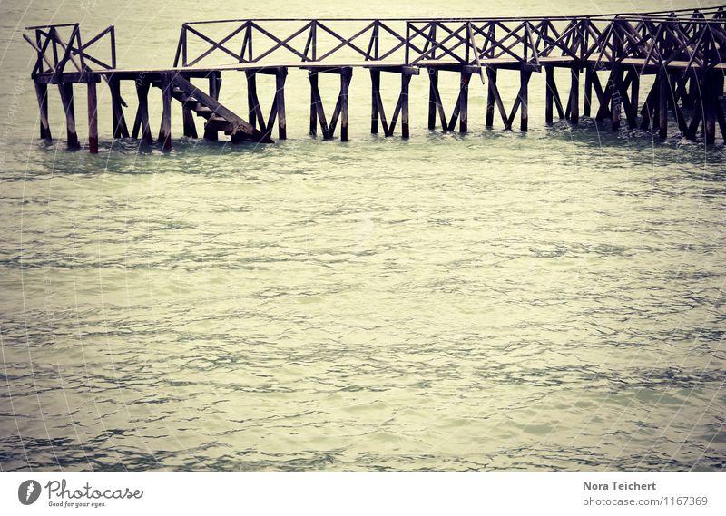 Holzsteg Natur blau Sommer Wasser Meer Einsamkeit Landschaft Umwelt Reisefotografie Traurigkeit Küste grau See Stimmung Treppe