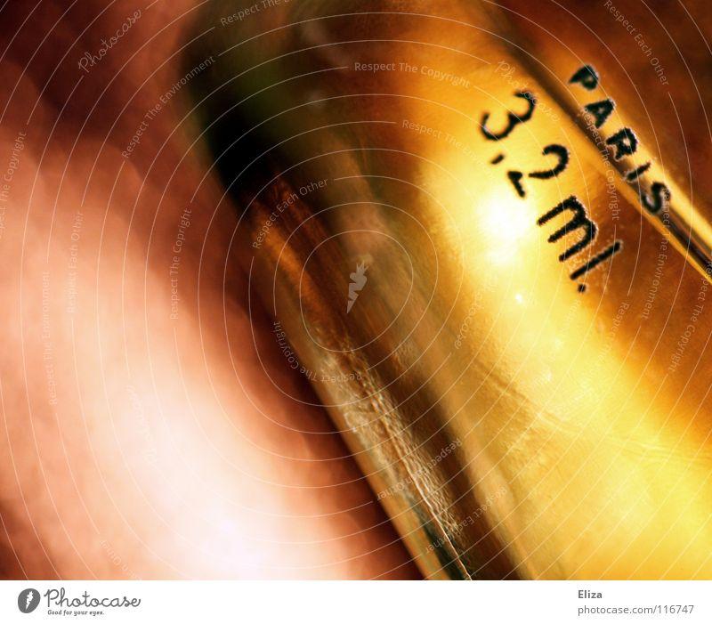 Le Parfum Reichtum Duft Glas Flüssigkeit niedlich gold Paris schick Kostbarkeit schimmern edel Frankreich Nahaufnahme Makroaufnahme