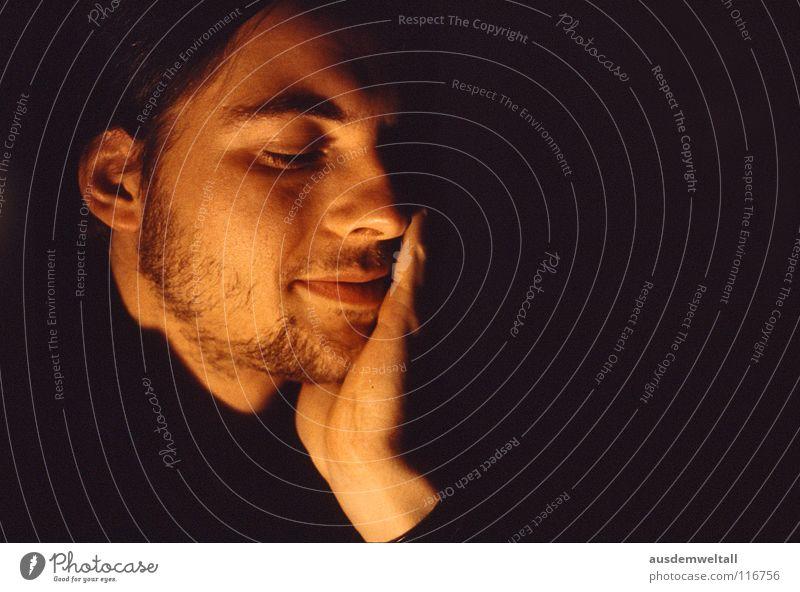 Halt maskulin analog Dia Porträt Gefühle Hand Mensch color Gesicht Innenaufnahme