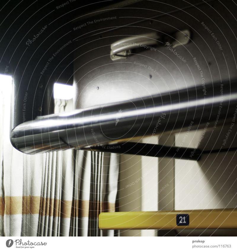 Wagen 256, Platz 21 Eisenbahn fahren Bahnfahren Sitzgelegenheit reserviert Ziffern & Zahlen Koffer Vorhang Schlafwagen Zugabteil Ablage Gepäck Nacht dunkel