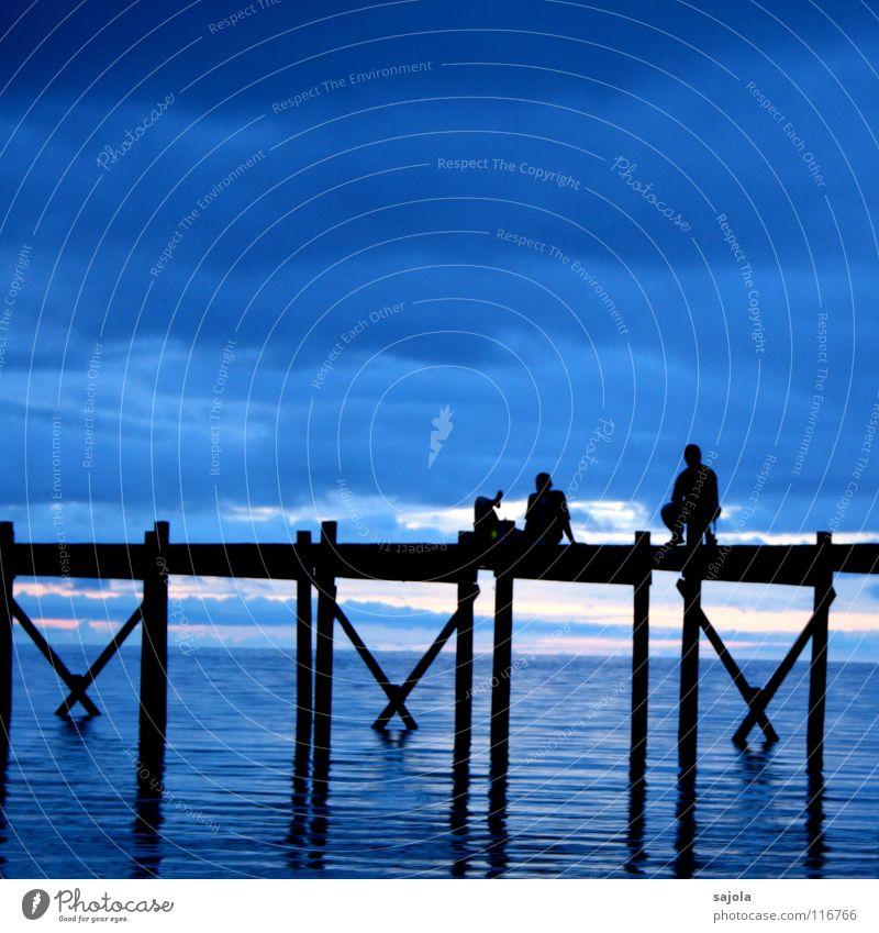 plauderstunde auf dem jetty Mensch Mann Wasser Himmel Meer blau Ferien & Urlaub & Reisen schwarz Wolken Erholung Freiheit Zufriedenheit Stimmung Erwachsene
