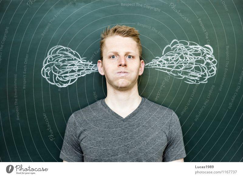 Mann mit rauchenden Ohren sportlich Fitness Erholung ruhig Meditation Bildung Schule lernen Schüler Lehrer Studium Student Wirtschaft Medienbranche Business