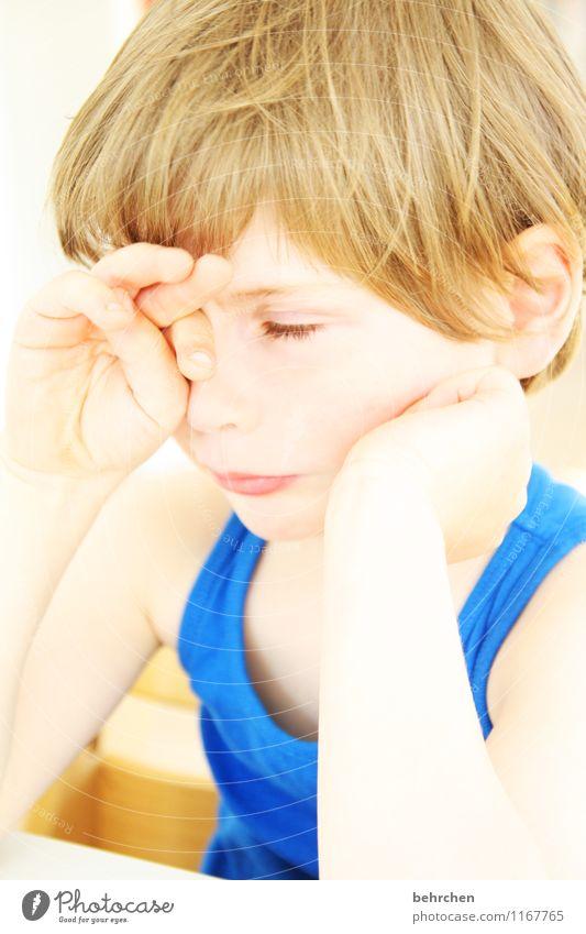 ...ist... Kind Junge Familie & Verwandtschaft Kindheit Körper Haut Kopf Haare & Frisuren Gesicht Auge Ohr Nase Mund Lippen Arme Hand Finger 1 Mensch 3-8 Jahre