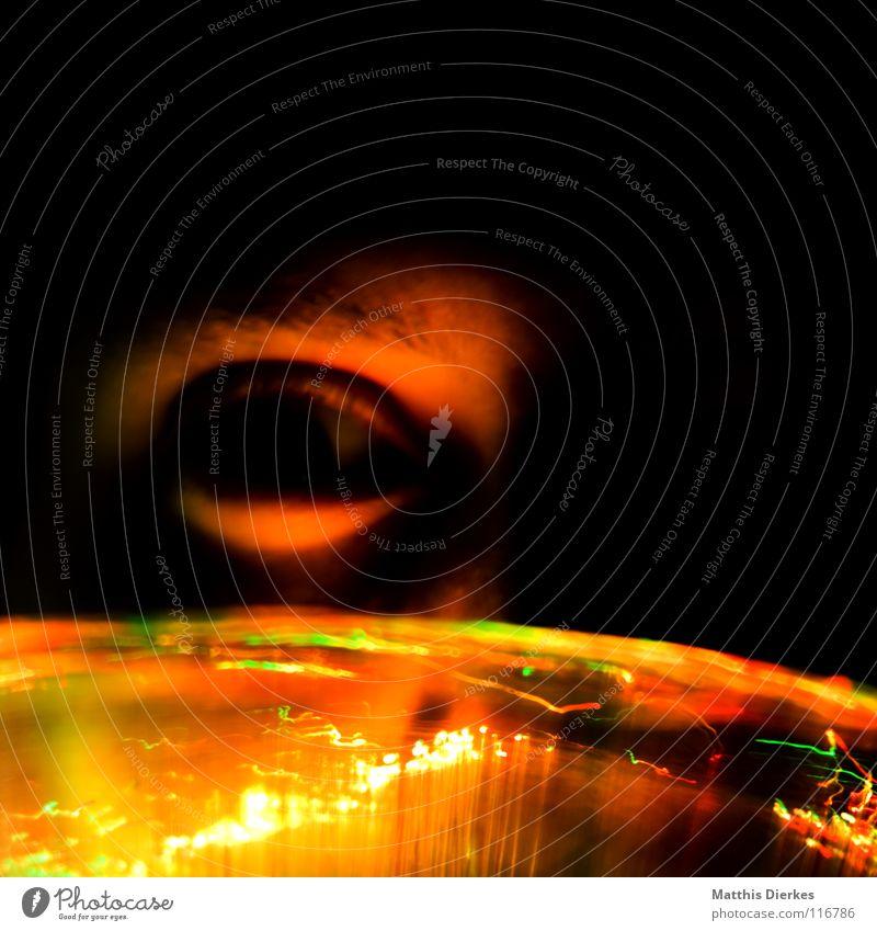 Fächer grün rot Gesicht Auge gelb Wand Gefühle Mauer Denken Luft Lampe hell orange Angst Glas Brand