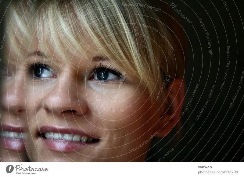 blick ins neue jahr Frau Mensch Auge Einsamkeit Ferne Lampe Glück lachen Haare & Frisuren Mund Wärme Zufriedenheit blond Nase Hoffnung Aussicht