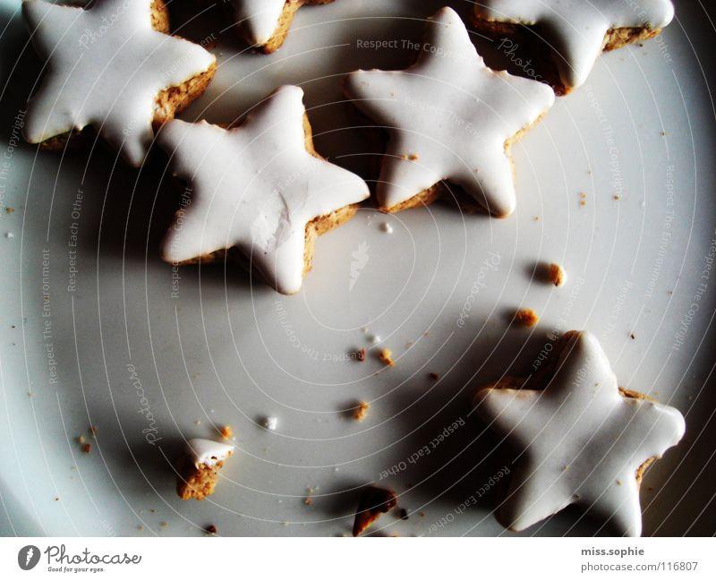 zimtsterne drei Weihnachten & Advent weiß Erholung Zufriedenheit Ernährung Kochen & Garen & Backen süß Stern (Symbol) lecker Wohlgefühl Plätzchen Teller