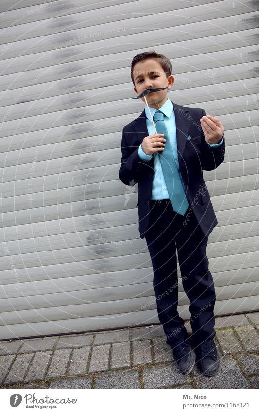 bla bla bla Lifestyle Stil maskulin Junge Kindheit 1 Mensch 8-13 Jahre Mode Anzug Krawatte Oberlippenbart Coolness Gelassenheit gestikulieren Körpersprache