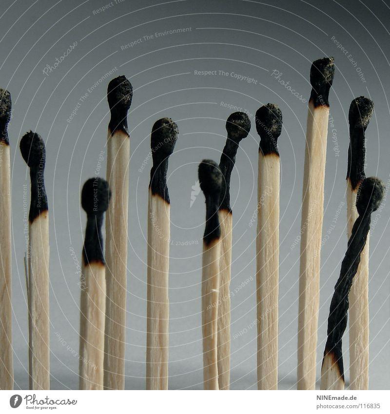 burnout ... alt weiß Freude Einsamkeit schwarz Ferne Spielen Holz lustig grau Menschengruppe Zeit Business Kunst Arbeit & Erwerbstätigkeit Ordnung