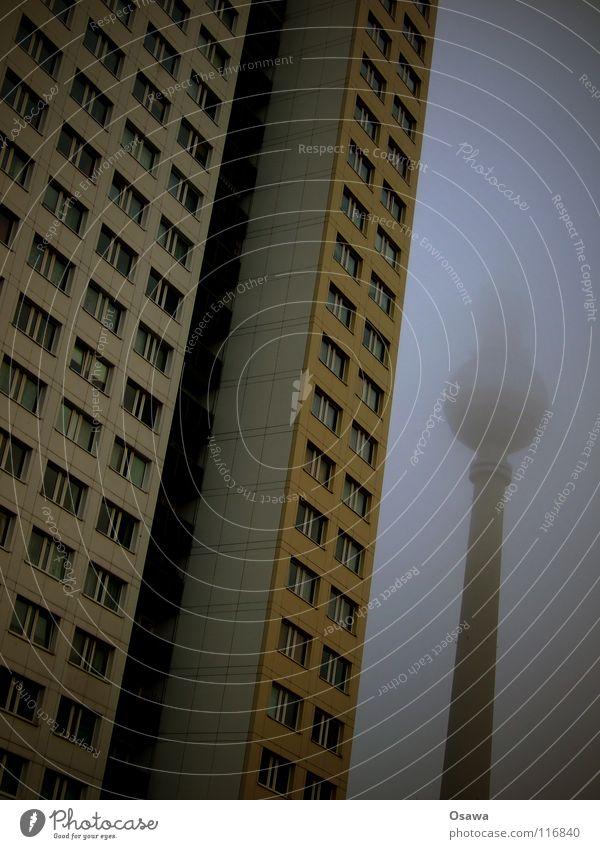 Hochnebel 2 Alexanderplatz Nebel trüb Winter Gebäude Bauwerk Haus Plattenbau Mitte Wand Beton Wolken grau Fenster Fassade Wahrzeichen Denkmal Berlin