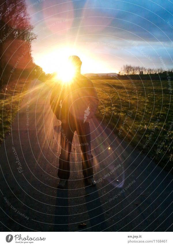 Nordlicht Mensch Himmel Mann blau Sonne Landschaft Wolken Erwachsene Umwelt gelb Wiese Wege & Pfade Tod hell Horizont maskulin