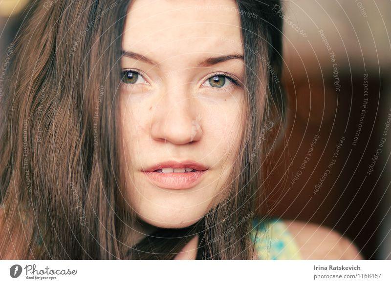 Mädchen Mensch Jugendliche schön Junge Frau 18-30 Jahre Erwachsene Gesicht Auge Liebe Gefühle Haare & Frisuren Stimmung Mode Behaarung Lächeln genießen