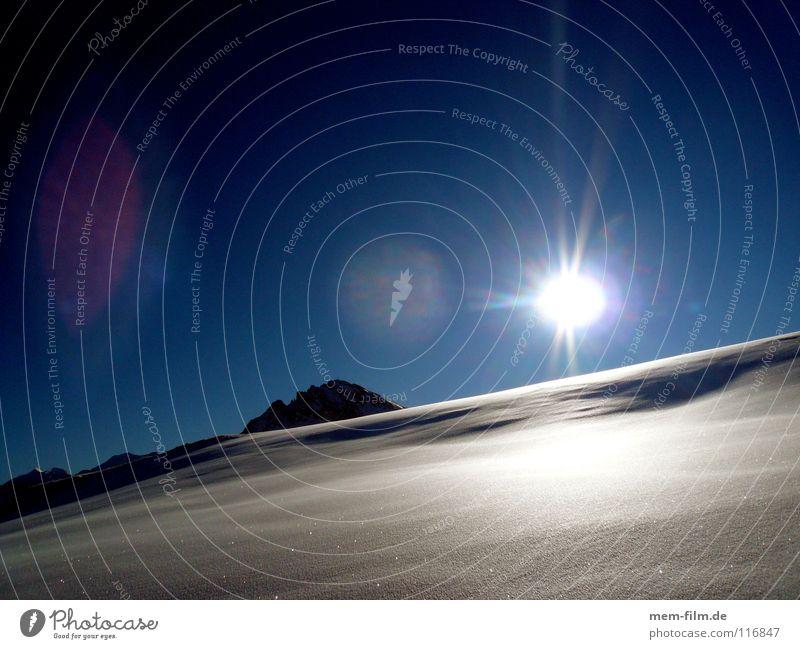 schneeblind I Sommer Sonne Winter kalt Berge u. Gebirge Schnee Eis Gipfel Alpen heiß Frankreich Blauer Himmel Dezember unberührt Winterurlaub Blende