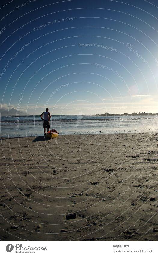 überfahrt Meer Strand Küste Mann Wasserfahrzeug Ruderboot Paddel rot T-Shirt Wassersport Ferien & Urlaub & Reisen träumen Ladengeschäft Sommer Wolken